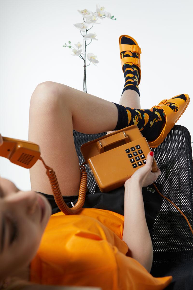 Sandały Birkenstock pomarańczowe i skarpety Happy Socks Banany
