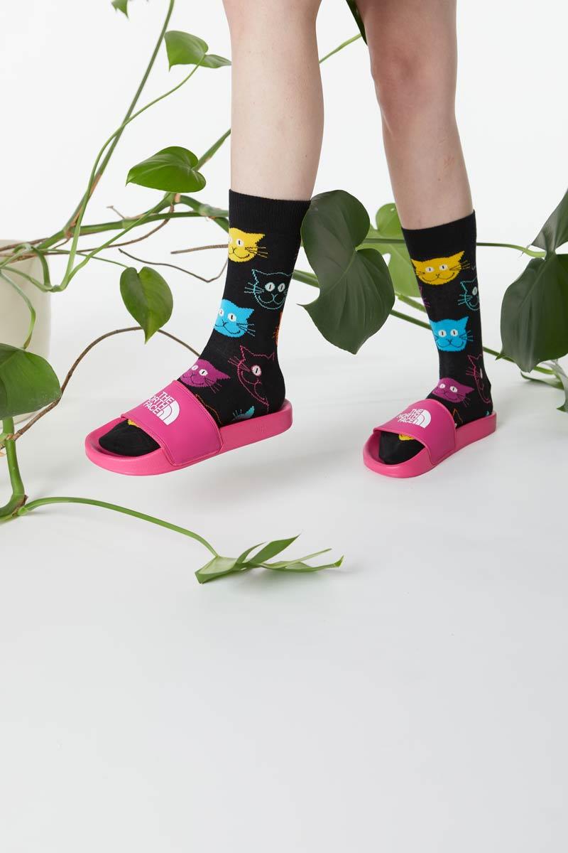 Klapki TNF różowe i skarpety w koty Happy Socks