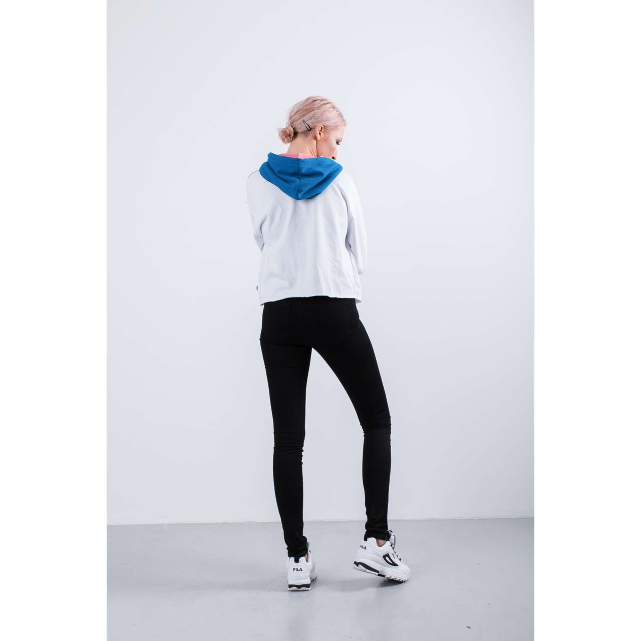 Bluza Vans  <br/><small>INVERT CROP HOODIE UUC WHITE/BLUE SAPPHIRE/RED/CORAL </small>  VN0A3UNVUUC1
