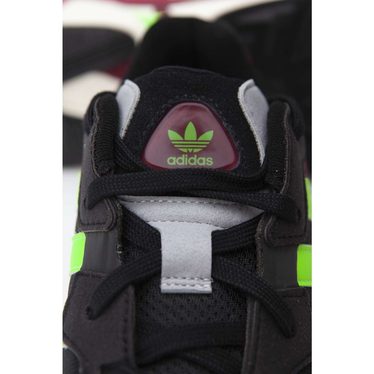 Buty adidas  <br/><small>Yung-96 CORE BLACK/SOLAR GREEN/COLLEGIATE BURGUNDY </small>  EE7247