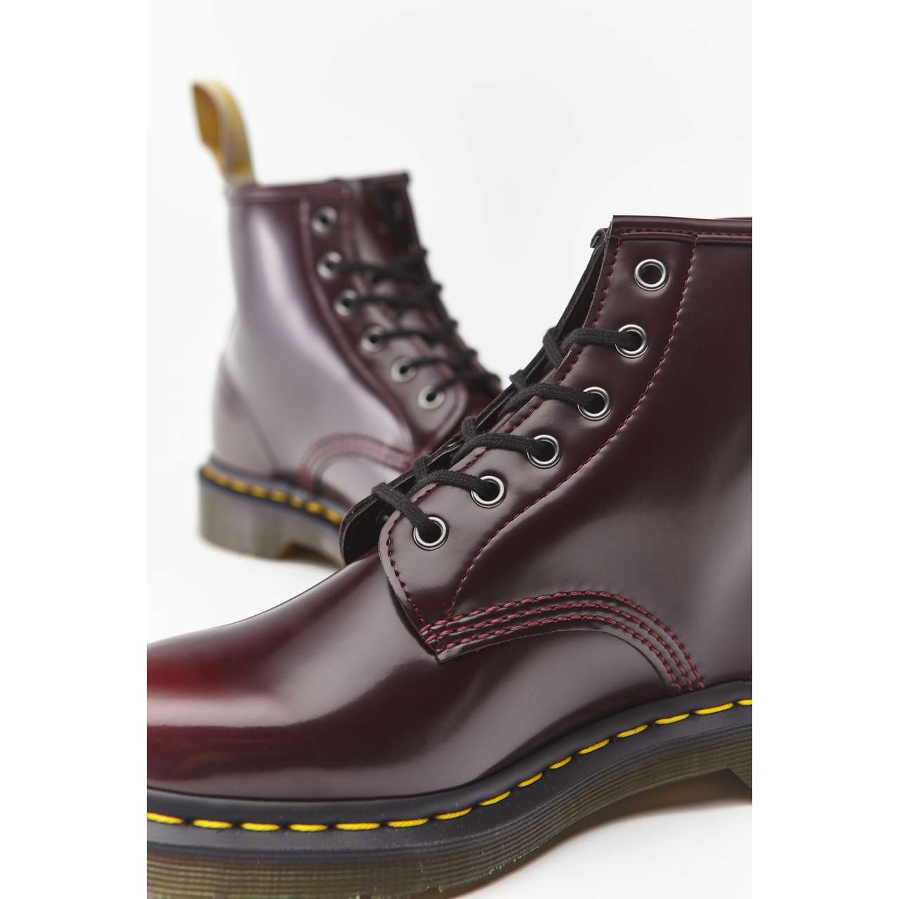 Buty Dr. Martens  <br/><small>VEGAN 101 CHERRY RED CAMBRIDGE BRUSH </small>  DM23985600