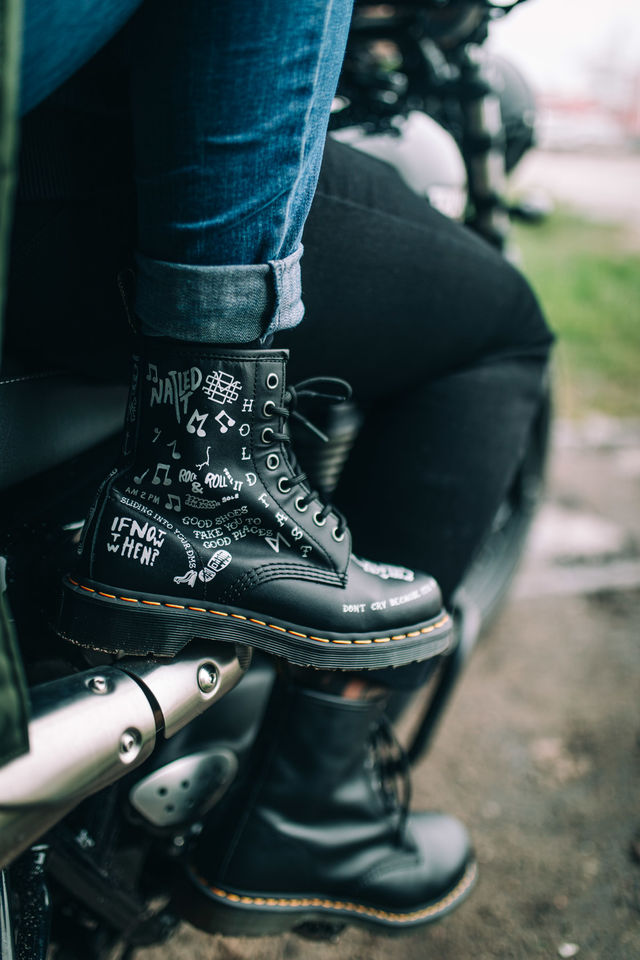 Buty Dr. Martens  <br/><small>1460 SCRIBBLE BLACK </small>  DM25245009