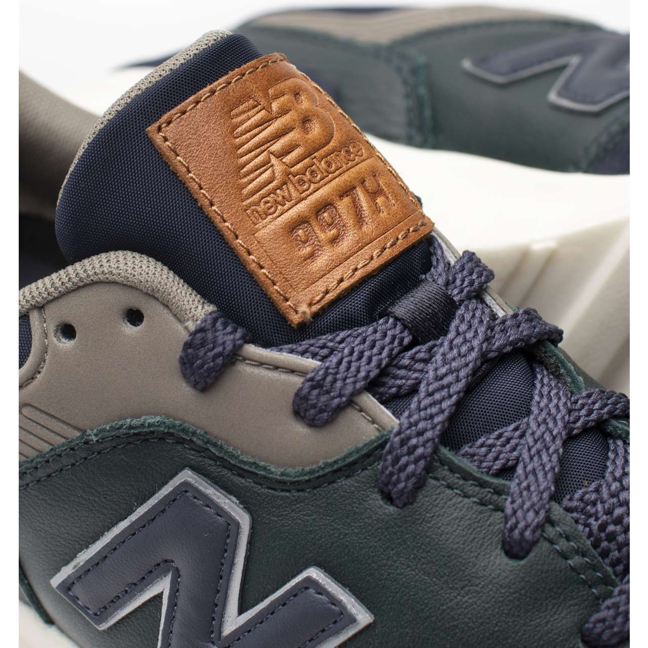 Buty New Balance  <br/><small>CM997HXB NAVY WITH GREEN </small>