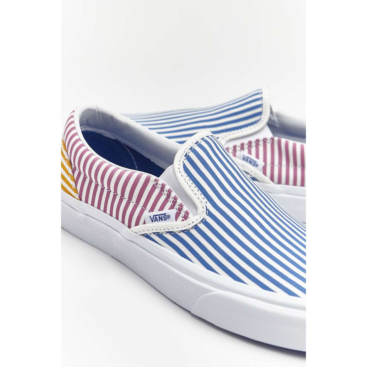 Trampki Vans  <br/><small>CLASSIC SLIP-ON VM0 DECK CLUB MIX STRIPES </small>  VN0A38F7VM01